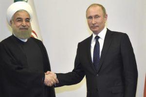 الرئيس الإيراني يلتقي بنظيره الروسي في موسكو ويأمل يتعزيز العلاقات مع روسيا