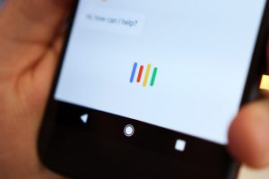 شركة جوجل تجعل مساعدها الرقمي Google Assistant قادراً على تلقي الأوامر النصية والرد عليها