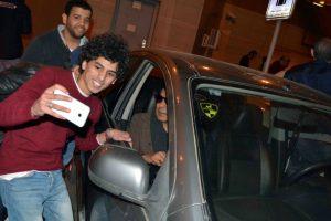 محمد منير يعود للقاهر بعد رحلة علاج في ألمانيا