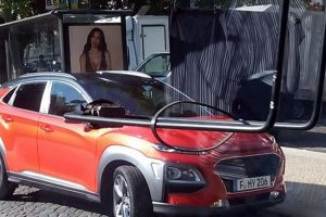 صورة بدون تمويهاتلسيارة هيونداي كونا في أثناء جلسة التصوير