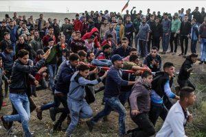 قوات الاحتلال الإسرائيلي تستهدف شاب فلسطيني مبتور القدمين بطلق ناري في الرأس
