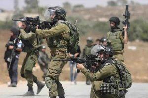 إندلاع اشتباكات بين الشبان الفلسطينيين وجنود الاحتلال الإسرائيلي بالقرب من رام الله