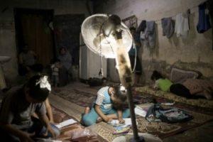 الحكومة الفلسطينية تكشف عن طلبها من الاحتلال الإسرائيلي إعادة تزويد قطاع غزة بالكهرباء