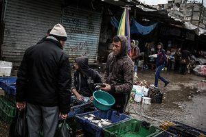 مركز حقوقي فلسطيني يحذر من كارثة كبيرة تهدد قطاع غزة المحاصر خلال عدة أشهر