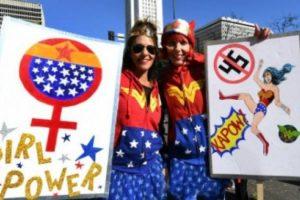 استمرار خروج المظاهرات النسوية المناهضة للرئيس الأمريكي دونالد ترامب