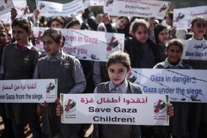 وقفة احتجاجية للأطفال الفلسطينيين في قطاع غزة للتنديد بالأحوال الإقتصادية والحصار الإسرائيلي