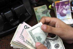 الحكومة الفلسطينية تدرس إمكانية الإستغناء عن الشيكل الإسرائيلي في التعاملات المالية