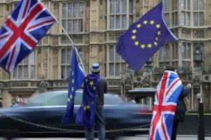 ماي تستقبل كبير مفاوضي الاتحاد الأوروبي قبيل مفاوضات بريكست الجديدة