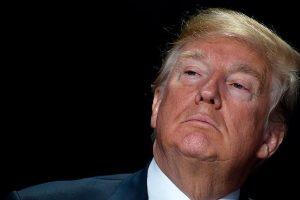 ترامب يتراجع عن سياسة عدم التهاون مع المهاجرين غير الشرعيين ويمنع فصل القاصرين عن ذويهم