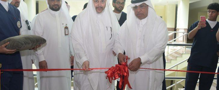 مدير جامعة أم القرى يفتتح المعامل المتقدمة بكلية التمريض ويشيد بمستوى الطلاب