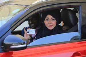 بلومبيرج تكشف عن توقعاتها الإيجابية للسماح للمرأة السعودية بقيادة السيارات