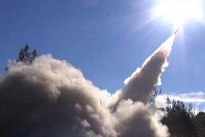 الدفاع الجوي السعودي يعترض صواريخ باليستية حوثية فوق مدينة الرياض