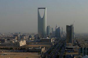 استياء الرأي العام السعودي تجاه فيديو إلقاء الأموال على المواطنين في فندق موفينبيك بريدية