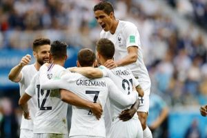 فوز المنتخب الفرنسي على منتخب الأوروجواي في أولى مباريات دور الربع النهائي بكأس العالم