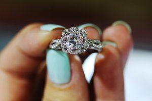 تفسير ارتداء الخاتم في المنام