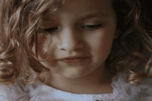 تفسير حلم رؤية الطفلة الصغيرة