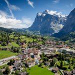 أي دولة عربية تُسمي بسويسرا الشرق
