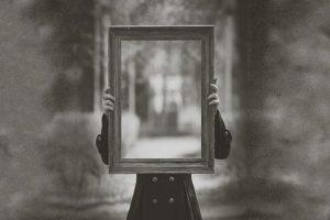 تفسير حلم رؤية المرايا في المنام