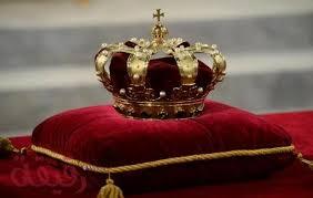 تفسير حلم تقبيل يد الملك في المنام