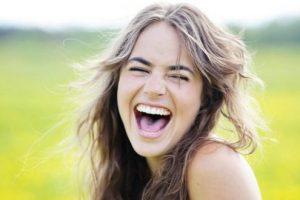 تفسير رؤية الضحك في المنام لابن سيرين والنابلسي