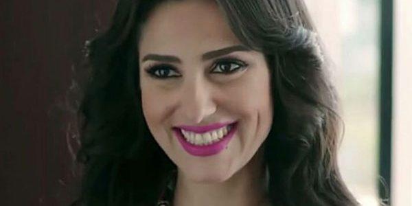 """حنان مطاوع تعتذر لمتابعة على """"تويتر"""" بسبب دورها في مسلسل """"إلا أنا"""""""