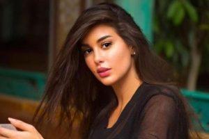 ياسمين صبري تستعرض مهاراتها في التدريبات المنزلية