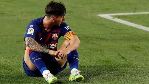 مدرب برشلونة يطمئن الجماهير على حالة ميسي بعد تعرضه للإصابة