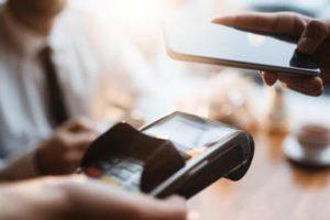 إلزام كافة أنشطة البيع بالتجزئة بتوفير الدفع الإلكتروني