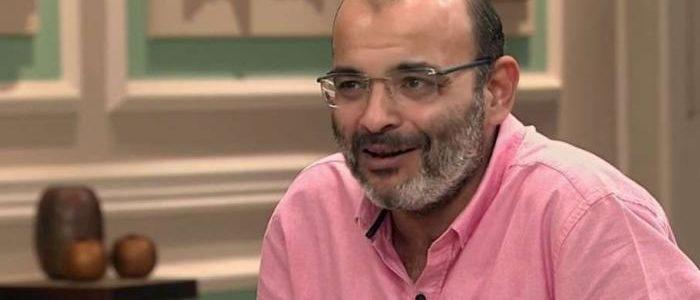 """""""قمر"""": بكيت بسبب أحمد حلمي.. ولم أكن أتخيل أن يغني الهضبة أغنيتي"""