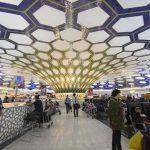 الإمارات تلزم القادمين لمطار أبو ظبي بارتداء سوار طبي أثناء فترة الحجر الصحي