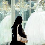 مكافأة لمواقفه النبيلة معها.. سيدة سعودية تختار عروساً لزوجها