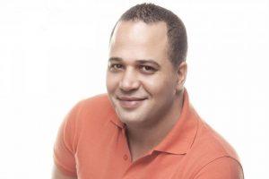 """مصطفى درويش يعلن غلق حسابه على فيس بوك: """"هيرجع .. والحرب بدأت"""""""