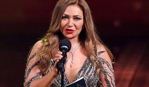 """ليلى علوي تدعم منتخب اليد: """"نتمنى أن يحرز البطولة عن جدارة واستحقاق"""""""