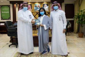 طالبة ابتدائية سعودية تدخل موسوعة جينيس كأصغر مؤلفة في العالم