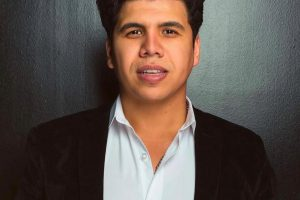 """عمر كمال يعلق على غناء هاني شاكر """"بنت الجيران"""""""
