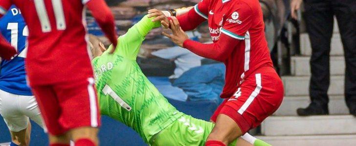 بسبب إصابة فان دايك.. لاعب ليفربول الأسبق: مانشستر سيتي الأقرب إلى البريميرليج