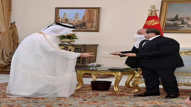 يدعو الرئيس السيسي أمير قطر لزيارة مصر لحل القضايا العالقة