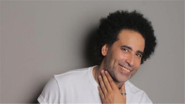 مطصفى شوقي يبرر ظهوره مع راقصة في ضارب عليوي: العندليب غنى مع نجوى فؤاد