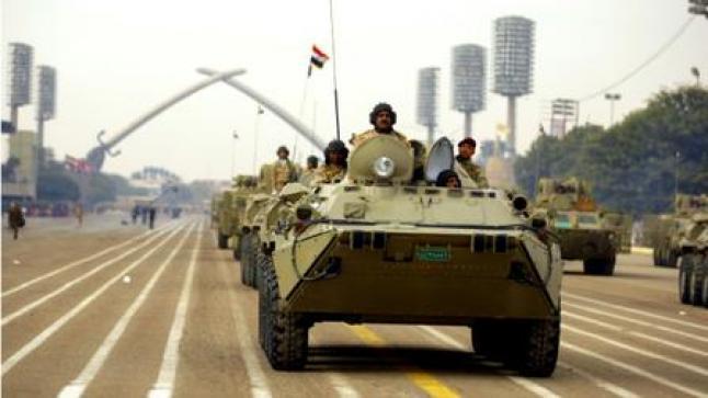 حيدر العبادي يحضر إستعراضا عسكري في بغداد لإحياء ذكرى ثورة 1958