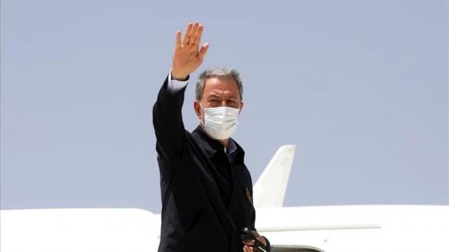 هبوط طائرة وزير الدفاع التركيا في معيتيقة دون علم السلطات الليبية