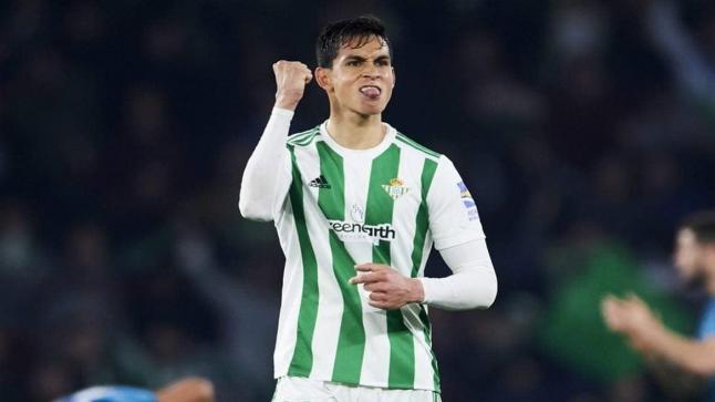 تقارير إسبانية: مدافع الجزائر يقترب من الانتقال لليفربول