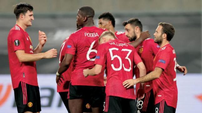 تقارير: مانشستر يونايتد يرغب في ضم مدافع لايبزيج بسبب دوري الأبطال