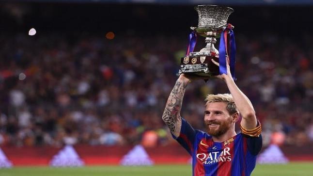 ميسي يرفع لقب كأس السوبر الأسباني كقائد للفريق