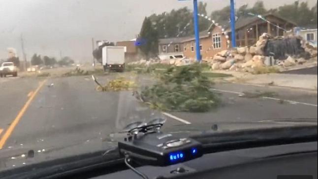 منطقة في الولايات المتحدة تتعرض لإعصار كبير وشاهد يصف الواقعة