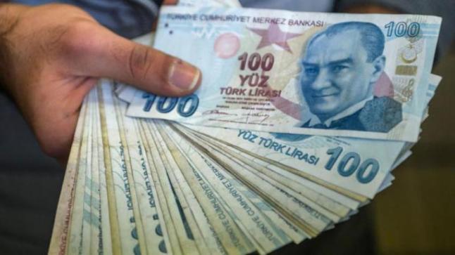 بعد التخلص من محافظ البنك المركزي .. أردوغان يقيل نائبه والليرة تواصل التراجع