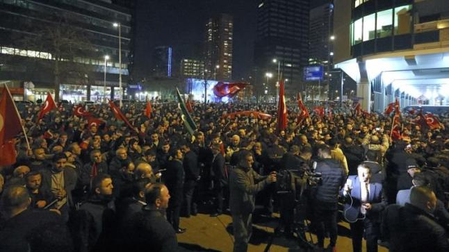 دعوات فرنسية لتركيا وهولندا للتهدئة على خلفية التجاوزات الهولندية بحق الوزراء الأتراك