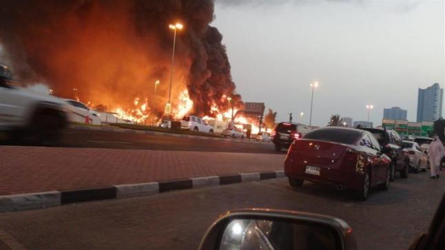 حريق ضخم في سوق شعبي بإمارة عجمان الإماراتية