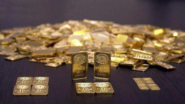 رفع سعر الفائدة الأمريكية يهوي بأسعار الذهب لأدنى مستوى خلال الستة أشهر الماضية