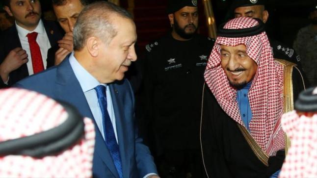 الملك سلمان يستقبل أردوغان لدى وصوله الرياض ضمن جولته بدول الخليج