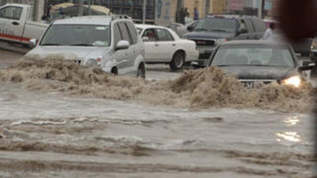 السعودية.. هطول أمطار غزيرة سالت إثرها الأودية